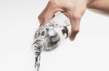 Nước khoáng, không phải ai cũng nên uống